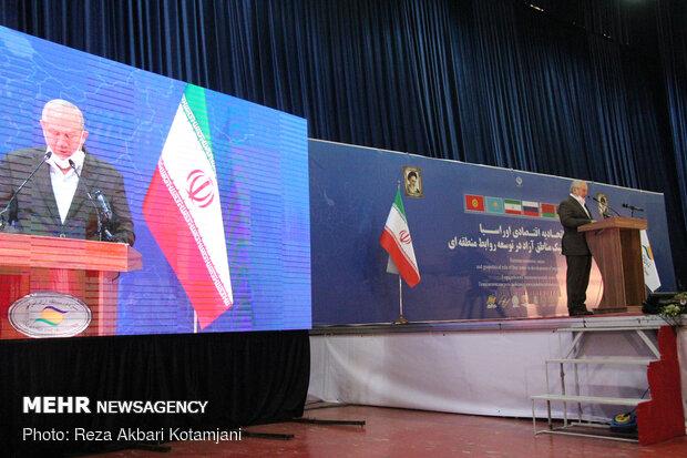 یحیی رحیم صفوی رئیس انجمن ژئوپلیتیک ایران در همایش بین المللی اتحادیه اقتصادی اوراسیا در منطقه ازاد انزلی
