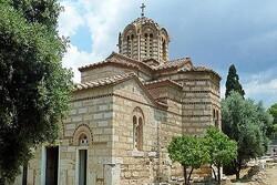 انتقاد گسترده به عملکرد کلیساها در یونان/مسلمانان پایبند قوانینند