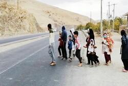 محرومیت مقابل شاد ایستاد/ دانش آموزان قومسی مشق استضعاف میکنند