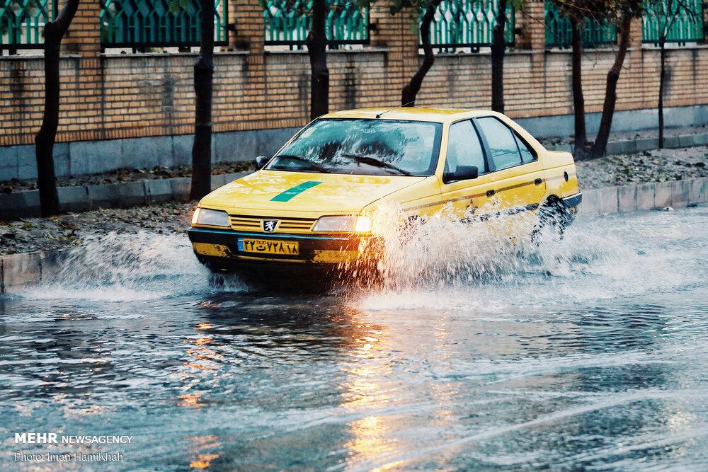 رفع بحران آبگرفتگی کانال جمع آوری آب های سطحی خیابان پیروزی