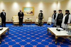 پمپئو با نمایندگان طالبان و دولت افغانستان دیدار کرد