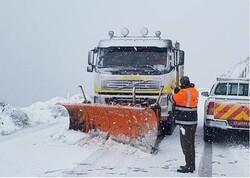 بارش برف در کوهرنگ/مسافران از سفر غیر ضروری پرهیز کنند