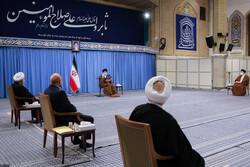 رہبر معظم کے ساتھ  اعلی رابطہ اقتصادی کونسل کے ارکان کی ملاقات