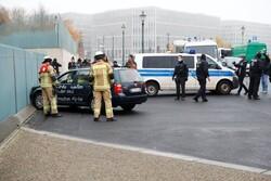 هجوم خودرو به در ورودی دفتر آنگلا مرکل