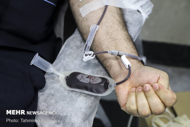 اهدای خون کادر درمان در بیمارستان بقیه الله