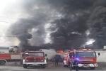 آتش سوزی ۵ انبار تولیدی ارومیه/عملیات اطفا حریق ادامه دارد