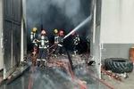 آتش سوزی گسترده ۷ باب انبار  در جاده ارومیه - سلماس مهار شد