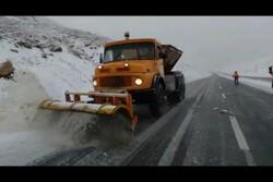بارش شدید برف در ارتفاعات چهارمحال و بختیاری/ تردد بدون زنجیر چرخ امکان پذیر نیست