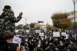 شہید فخری زادہ کے قتل کے خلاف ایرانی پارلیمنٹ کے سامنے عوامی مظاہرہ