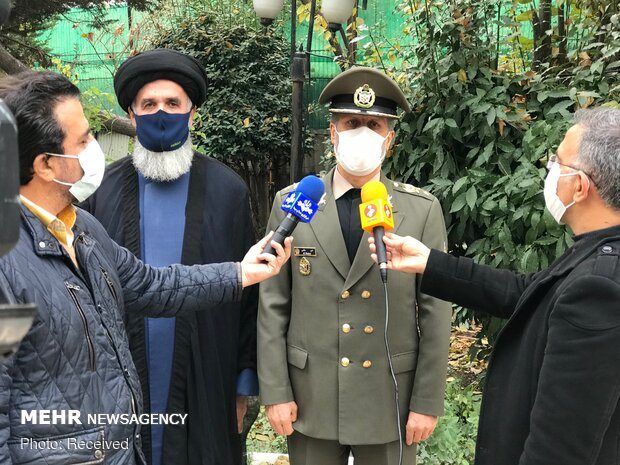 Defense Minister visits family of martyred scientist