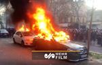 آتش زدن خودروی بنز توسط معترضان فرانسوی