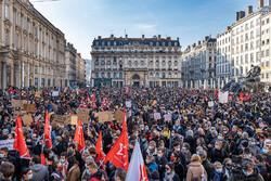 فرانس میں نئے سال پر بڑی پارٹیوں پر پابندی عائد