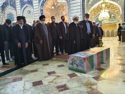 مراسم تشييع جنازة العالم محسن فخري زاده في مرقد فاطمة المعصومة (ع)