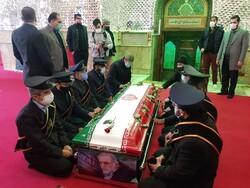شہید فخری زادہ کو امامزادہ صالح کے مزار میں دفن کردیا گيا