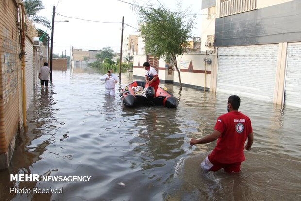 امداد رسانی در 4 شهر آبگرفته خوزستان ادامه دارد