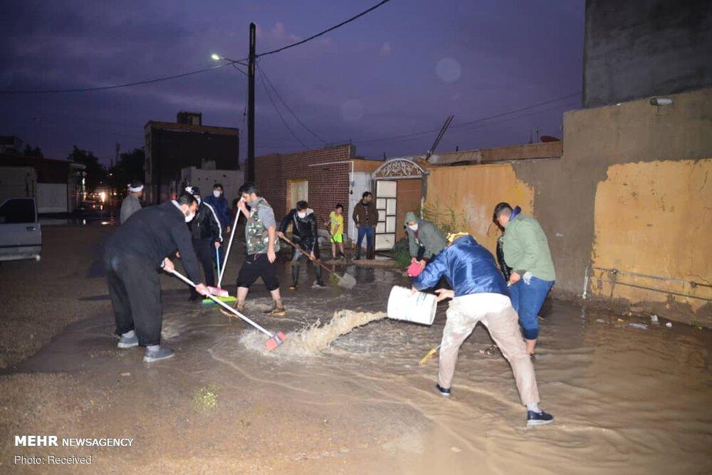 ۱۵۰۰ جهادگر در مناطق آبگرفته اهواز و بندرامام خدماترسانی کردند