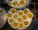 Tahran'da dar gelirli ailelere sıcak yemek ikramı