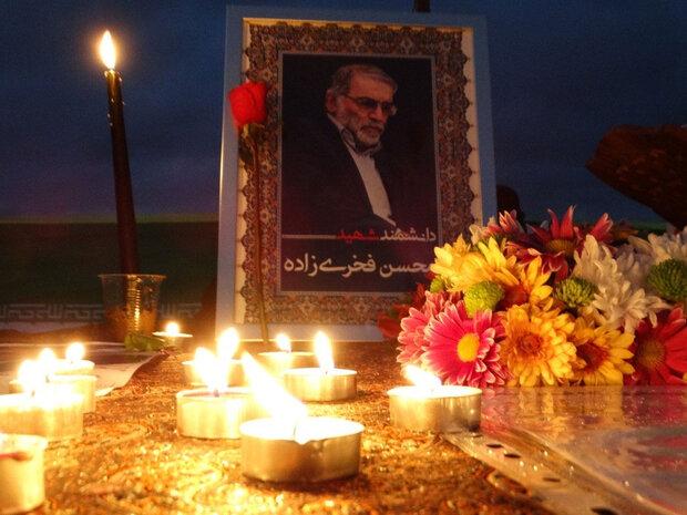 İranlı bilim insanı Fahrizade'nin şehit düştüğü yerde mum yakıldı