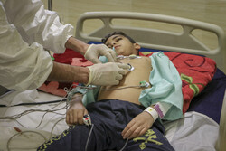 مراجعه بیش از ۲۰۰ کودک اردبیلی با علایم کرونا به بیمارستانها/۹ کودک بستری شدند