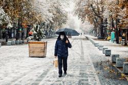 الثلوج تتساقط بغزارة على مدينة همدان