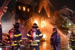 کلیسای تاریخی نیویورک در آتش سوخت