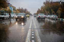 بارش باران در محورهای سمیرم و گلپایگان/رانندگان با سرعت مطمئنه حرکت کنند
