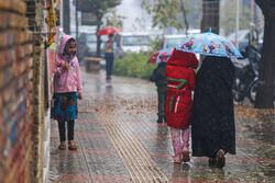 وقوع بارشهای بهاری در ساعات بعد از ظهر/دما ۸ درجه کاهش مییابد