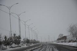 جادههای استان مرکزی لغزنده است/ از تردد غیرضرور خودداری کنید