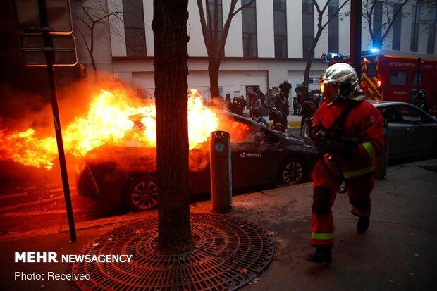 """درگیری پلیس پاریس با معترضان به قانون """"امنیت جامع"""""""