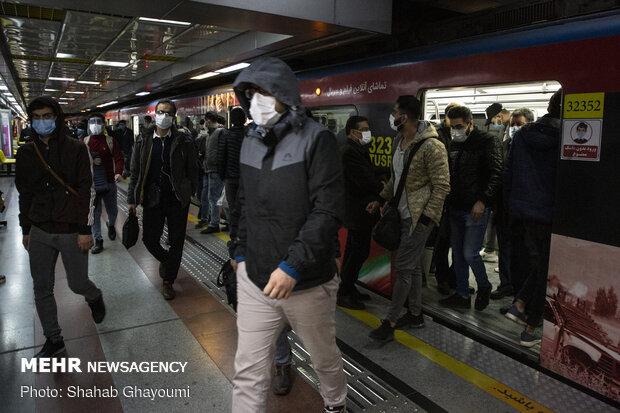 شلوغی متروی تهران - کرج در اولین روز از تعطیلی کرونایی البرز