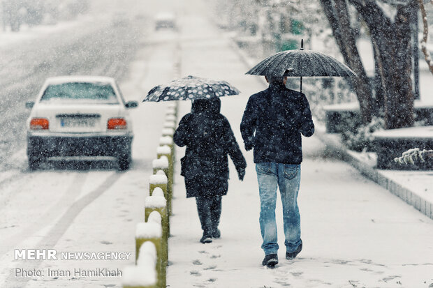 Hemedan'da beklenen kar yağışı başladı