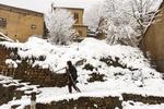 بارش ۱۰ سانتی متر برف در کوهرنگ/ لغزندگی محورهای ارتباطی