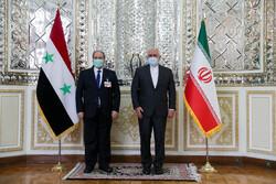 Zarif Tahran'da Suriyeli mevkidaşı Faysal Mikdad ile görüştü