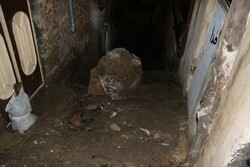ریزش سنگ در محله «پشت بازار» خرمآباد حادثه آفرید