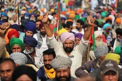 بھارت میں لاکھوں کسانوں کا حکومت کے زرعی قوانین کے خلاف شدید احتجاج