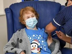 برطانیہ کی 90 سالہ خاتون کو پہلی کورونا ویکسین لگا دی گئی