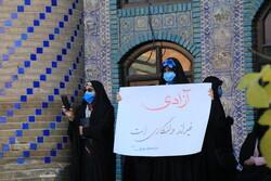 تجمع اعتراضی مردم دروازه کربلا در تکیه معاون الملک