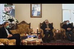 ولایتی و طهرانچی با خانواده شهید فخریزاده دیدار کردند