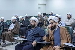 نقش حوزه علمیه تهران در شکل گیری انقلاب بررسی می شود