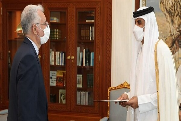 New Iranian envoy submits credentials to Emir of Qatar