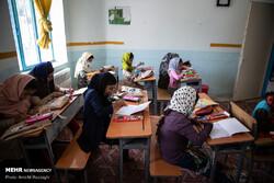 توزیع تبلت بین دانش آموزان محروم سورگاه/ خیرین ورود کردند