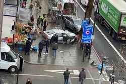 برخورد خودرو با عابران در لندن/ چند نفر زخمی شدند