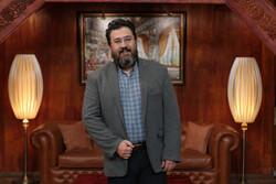 علیرضا آذر شاعر و ترانه سرا مهمان امشب «کتابباز» است