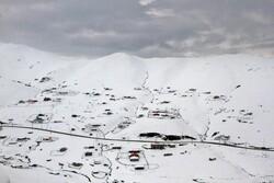 اسالم سے خلخال جانے والی روڈ کے اطراف میں برف کے شاندار مناظر