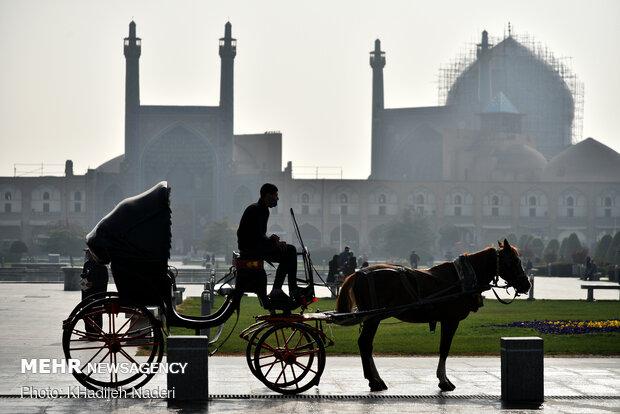 اصفهان بهار ۱۴۰۰ یک روز هوای پاک نداشت