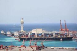 الرياض تؤكد الهجوم على ناقلة نفط في ميناء جدة بقارب مفخخ