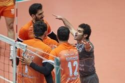 پیروزی نارنجی پوشان در روز غیبت سرمربی