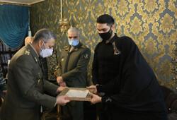 سرلشکر موسوی با خانواده شهید مدافع سلامت «جلیلوند» دیدار کرد