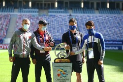 یحیی گل محمدی و سرمربی تیم فوتبال اولسان هیوندای کره جنوبی