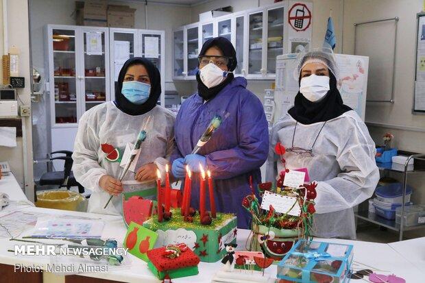 İranlı sağlıkçıların salgınla mücadelesi sürüyor